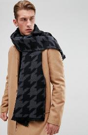 scarf in houndstooth  grey
