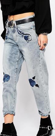 Relaxed Boyfriend Jean With Floral Embroidery