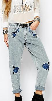 Relaxed Boyfriend Jean With Embroidery