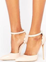 scalloped nude patent heeled shoes