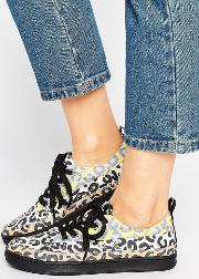 multi leopard trainer