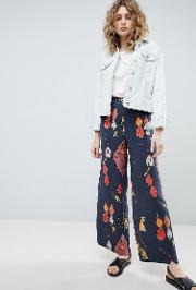 wide leg trousers in graphic print