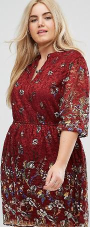 Dress In Printed Lace