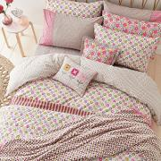 Pink Polyester And Cotton dot Bedding Set