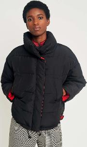 Back With Contrasting Red Ining Piow Puffer Jacket